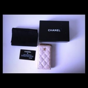 Authentic Chanel pearly phone case caviar rare